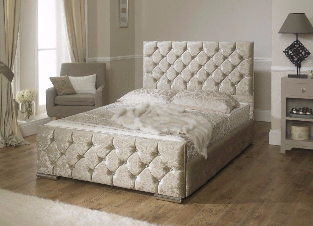 New Roxanne Chesterfield Crushed Velvet Bed Majestic Beds